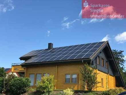 Finnisches Blockholzhaus in Topzustand mit Terrasse, Carport, PV-Anlage und Garten