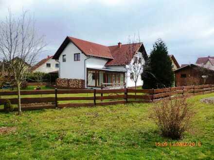 Schönes, geräumiges Mehrgenerationen-Wohnhaus mit sechs Zimmern in Donnersbergkreis, Weitersweiler