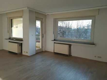 vollständig renovierte 2,5-Zimmer-Wohnung im 2. OG mit Balkon in Bochum