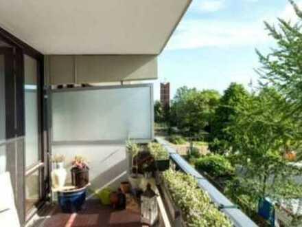 Modernisierte 3-Zimmer-Wohnung mit Balkon und EBK in Weiden, Köln
