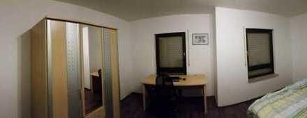 20 m² möbiliertes WG Zimmer in komfortabler 3erWG Doppelhaushälfte zu vermieten
