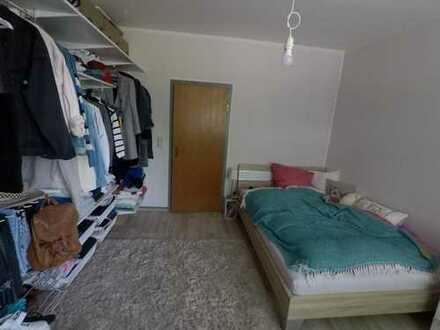 Unmöbiliertes helles WG-Zimmer in 80qm 3er-WG
