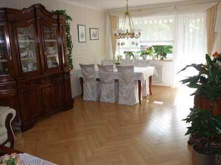 Stilvolle, sanierte 4-Zimmer-Wohnung mit Balkon und Einbauküche in Hemsbach