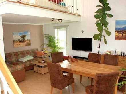 Gepflegte Maisonette-Wohnung mit vier Zimmern sowie 2 Balkone und EBK in Karlsruhe