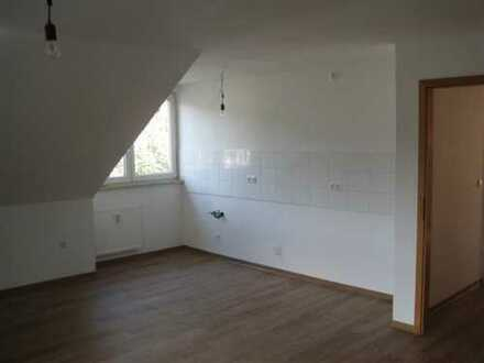 Erstbezug nach Sanierung: schöne 3,5-Zimmer-DG-Wohnung mit EBK und Balkon in Dortmund