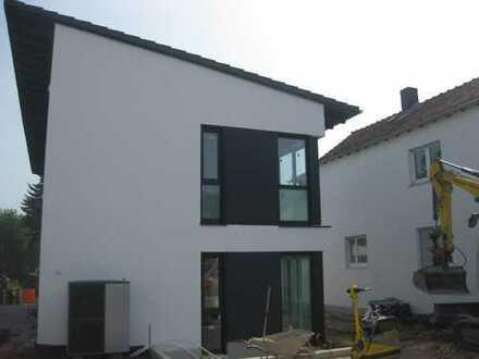 Neubau Erstbezug: Moderne Doppelhaushälfte mit Terrasse und Garten