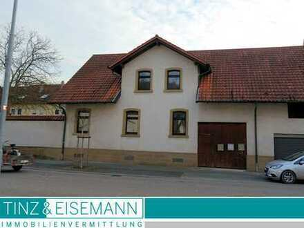 Einfamilienhaus mit überbauter Einfahrt in Ubstadt-Weiher, Ortsteil Zeutern