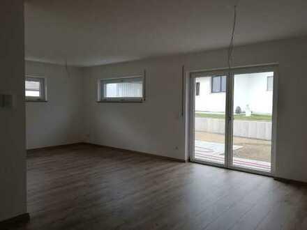 4-Zimmer-Wohnung, Neubau mit Terasse u. Garten in Wallersdorf