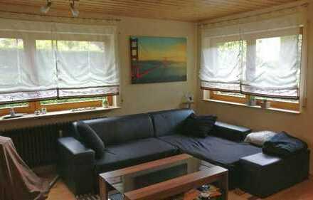 Neuwertige 2-Zimmer-Hochparterre-Wohnung mit EBK in Ehningen