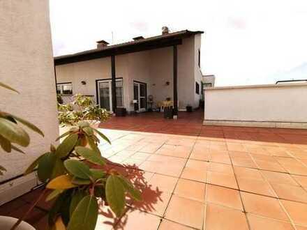 Leben wie im eigenen Haus! 5 Zimmer Penthouse mit prächtiger Dachterrasse in Dietzenbach!