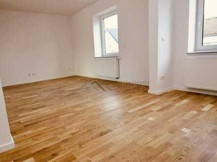 Großzügige Maisonette-Wohnung - 4,5 Zimmer + 2 Bäder + Dachterrasse !