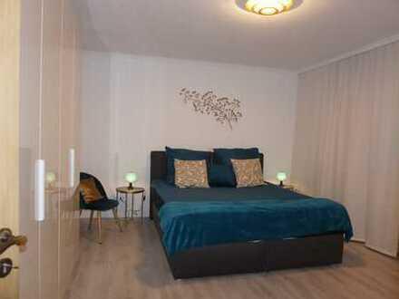 Stilvolle, vollständig renovierte 2-Zimmer-Wohnung mit Balkon und EBK in Mainz