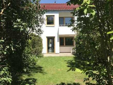 Sonniges Reihenmittelhaus mit schönem Garten, Einzelgarage und ausbaufähigem Dachgeschoss **