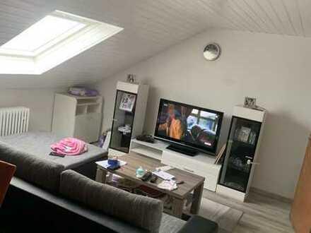 Sanierte Wohnung mit drei Zimmern und EBK in Rheinstetten