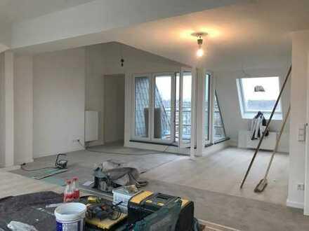 Erstbezug: Loftartige 2,5-Zimmer-Dachgeschosswohnung mit Balkon in Düsseldorf