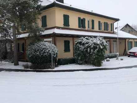 Gepflegtes 9-Zimmer-Einfamilienhaus mit EBK in Donnersdorf, Donnersdorf