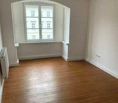 Schöne, neuwertige 4-Zimmer-Wohnung mit gehobener Innenausstattung zur Miete in Augsburg