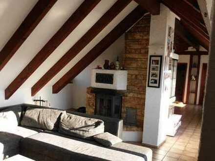 3,5 Zi. Dach-Atelier-Wohnung mit Flair und schöner Aussicht