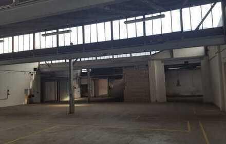 Halle mit Tageslicht in Gewerbehof gelegen --- UKB 8,70