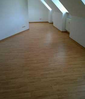 große 2 Raum im Dachgeschoss mit Lift