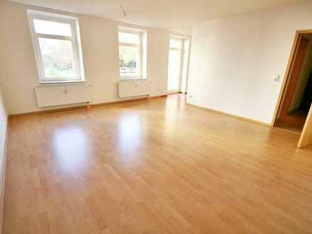 attraktive 1-Raum-Wohnung für Singles mit EBK, Balkon und Laminat