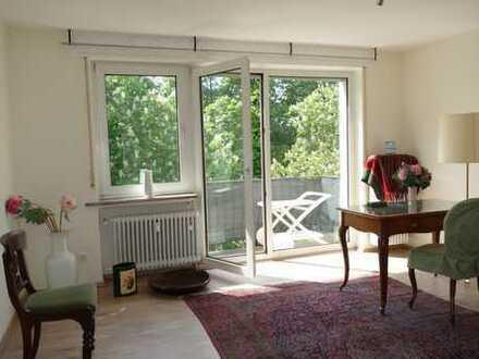 Von privat: Stilvolle, besonders schön gelegene 4-Zimmer-Wohnung mit 2 Balkons in Darmstadt-Mitte