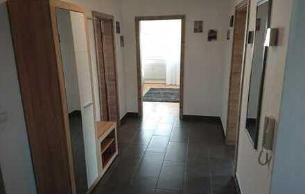 Erstbezug nach Sanierung: attraktive 3-Zimmer-Wohnung mit EBK und Balkon in Hallstadt