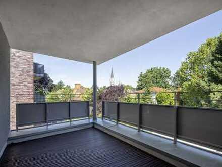 Erstbezug: Luxuriöse 3,5-Zimmer-Wohnung im Kreuzviertel, Loggia mit Blick auf die Kreuzkirche