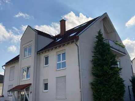 Gepflegte 4-Raum-Wohnung mit Balkon und Einbauküche in Hahnheim