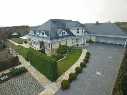 Parkähnliches Grundstück mit 1000 m² Luxusvilla