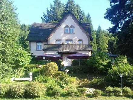AUMÜLLER - Immobilien - Arbeiten im Grünen - Büro / Gewerbefläche mit charmanter Wohnung