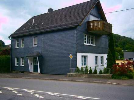 Helle 3 - Zimmer Wohnung im 1. Obergeschoss eines Zweifamilienhauses in Gummersbach in der Becke