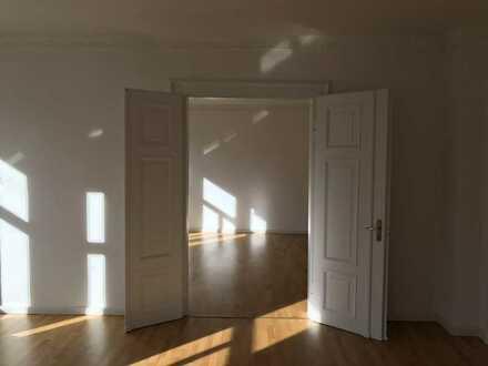 Stilvolle Altbauwohnung 4-Zimmer-Wohnung mit EBK in Augsburg