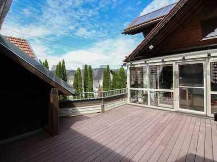 Idyllischer Ausblick auf den Bayerischen Wald! ZFH mit Dachterrasse, modernen Bädern und Luxus-EBK
