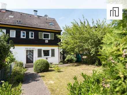 *provisionsfrei* Doppelhaushälfte mit großem Garten und viel Ausbaupotenzial
