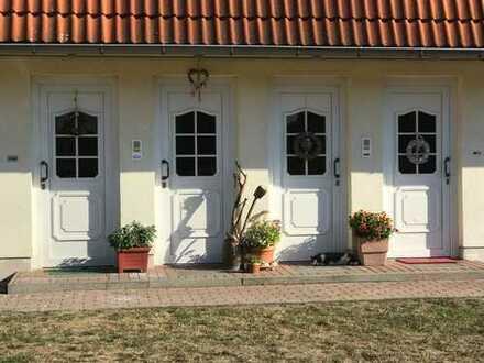 2-Raumwohnung im Erdgeschoss mit Terrasse und Stellplatz.
