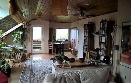 Attraktive 3-Zimmer-Dachgeschosswohnung mit Balkon und Einbauküche in Esslingen (Kreis)