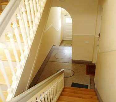 Helle und elegante Wohnung mit Loggia in zentraler Lage
