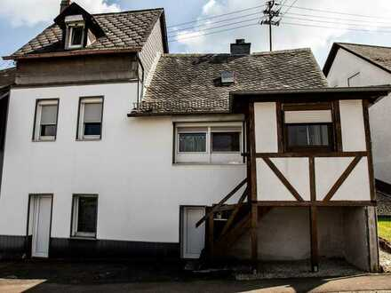 Uriges Haus im Ortskern Mörschied