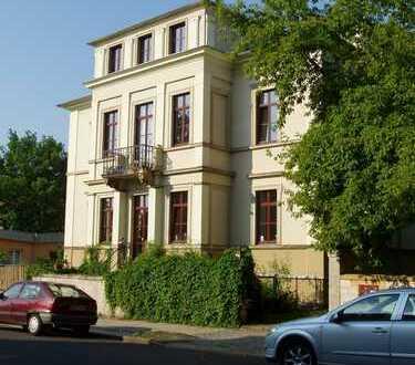 Gepflegte 2-Zimmer-Hochparterre-Wohnung mit Balkon in Dresden
