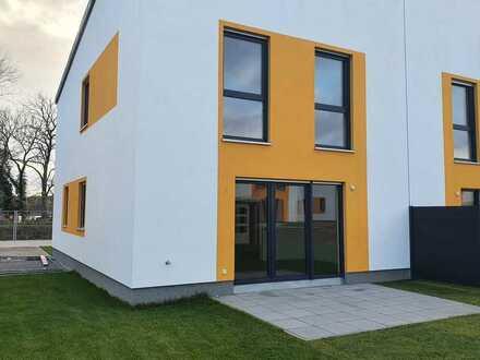 Neue, moderne Doppelhaushälfte mit Seeblick !