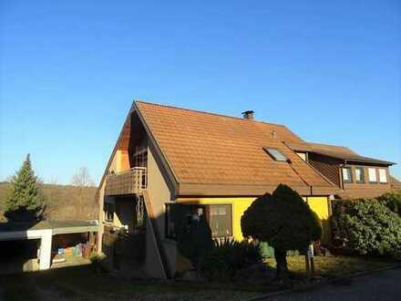 HALBHÖHENLAGE: Wohnhaus in Grenzbau