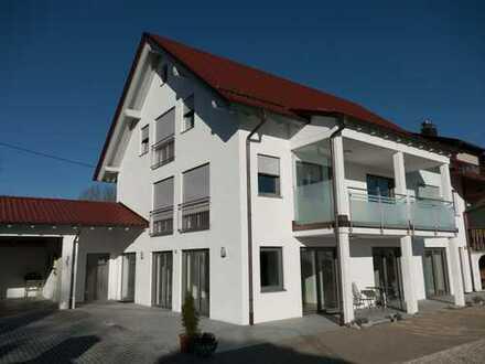 NEU, LEICHT, SCHÖN! Hochwertige 3-Zimmerwohnung mit Terrasse und Garage bei Horgenzell