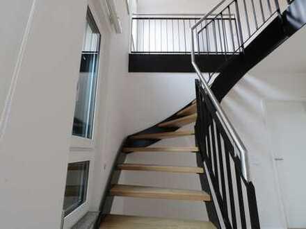 Aussichtsreiche Maisonette-Wohnung - 3 Zi, 103 qm, EBK