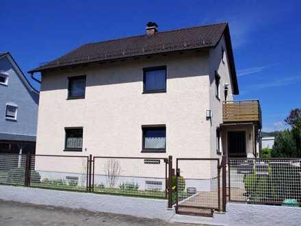 Vollmöblierte Zwei Zimmer Wohnung, mit Balkon Mitbenutzung Garten in Regensburg, Schwabelweis