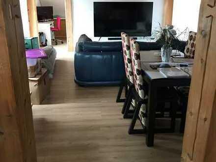Gepflegte 3-Zimmer-Wohnung mit Balkon und EBK in Häusern