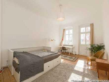 Bezugsfreie 4-Zimmer-Altbauwohnung mit Balkon im Prenzlauer Berg