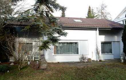 Sehr gut erhaltenes, freistehendes Haus in zentrumsnaher, ruhiger Lage von Stgt.-Birkach