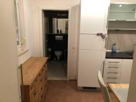Exklusive, geräumige und neuwertige 1-Zimmer-Wohnung mit Einbauküche in Rothenburg