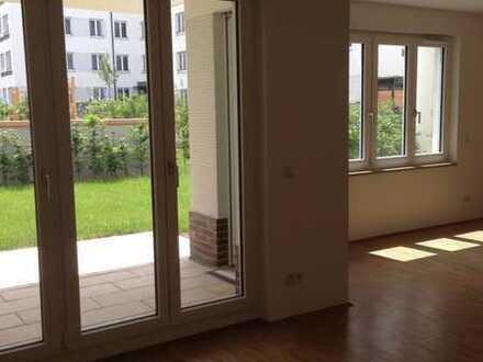 Neuwertige Wohnung mit drei Zimmern sowie Balkon und Garten mit schöner Einbauküche in Nürnberg